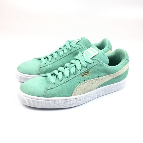 7735b67dbc1 Puma Suede Classic Women s Holiday White Sneakers.  M 5a0c575bf0137d7eda03adfa