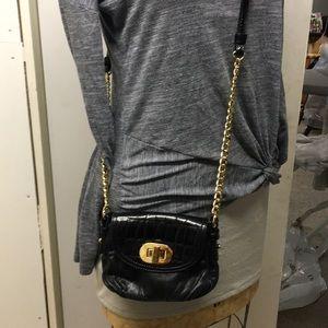 Crissbody purse