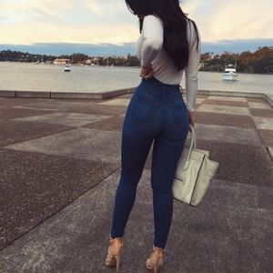 Fashion Nova Classic High Waisted Jeans Medium