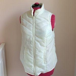 Maternity puffer vest