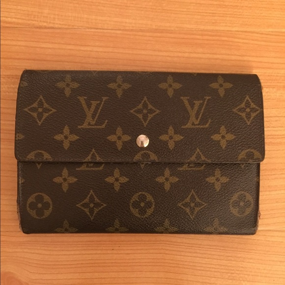 efeccaa46835 Louis Vuitton Handbags - LOUIS VUITTON Trifold Pouchette Passport Wallet 😍