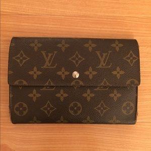5e464ee8e226 Louis Vuitton Bags - LOUIS VUITTON Trifold Pouchette Passport Wallet 😍