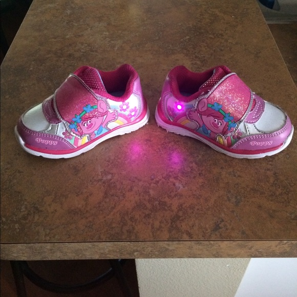 e98f90ea9e89 Trolls Poppy Light up shoes