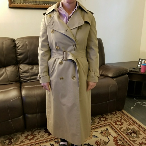 5cc05d04e Vintage Burberry Trench coat in honey khaki