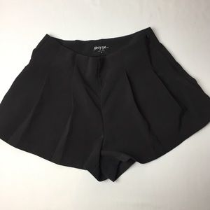 NASTY GAL Pleated Dress Shorts High Waist Sz Small