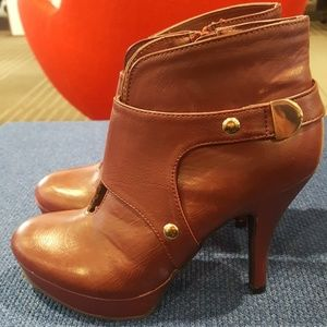 Kenneth Cole Unlisted Berry Booties