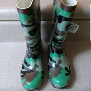 Boys boots size 9 toddler