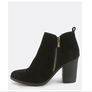 Shoes - NWOT Chunky Heel Bootie