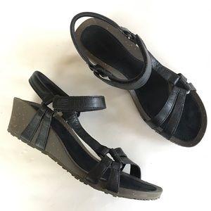 NEW TEVA black wedge comfort walking sandals 9.5 W