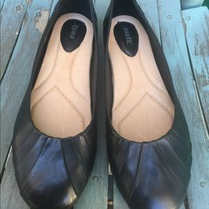 Women's Earth Black Leather Flats Size 10D New
