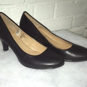 Merona Black Pleather Basic Dress Heel Small Heel