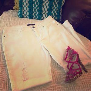 ❤️Kardashian Kollection White denim jeans Size 10