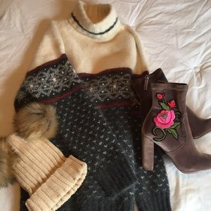 Valerie Stevens Furblend turtleneck sweater ❤️🌟
