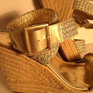 MOSSIMO WEDGE JUTE WOVEN GOLD ANKLE WRAP HEELS