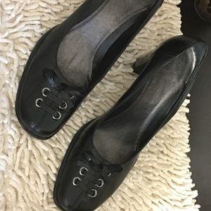 EUC Women's White Mountain Heels