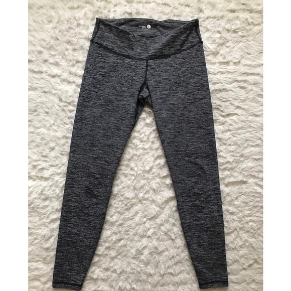 9ef552493ddf01 Women's Old Navy athletic leggings. Size M/L. M_5a0cda48bcd4a74a640066d0
