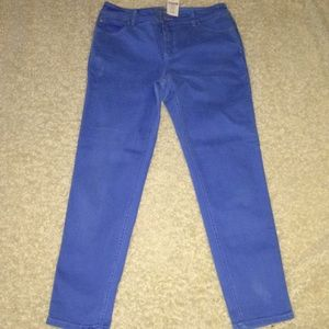Chico's Blue Jeans slimming Size 1.5 Roll Cuff
