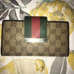 PRICE DROP!! Gucci Continental Style Wallet