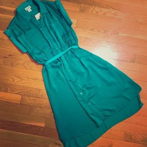 👗NWT Emerald Silky Detailed Button Down Dress