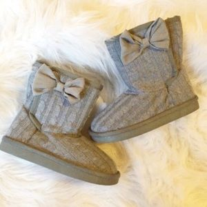 Other - Sweater bow boots