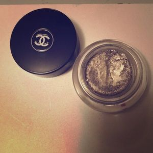 CHANEL creme eyeshadow