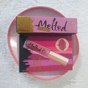 NIB Too Faced Deluxe Melted Matte - Queen B