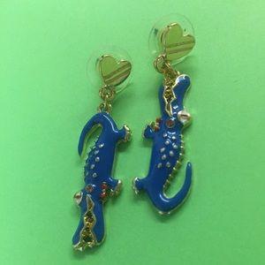 New Betsey Johnson mismatch alligator earrings