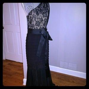 A Elegant One Shoulder Floor Length Black Dress!