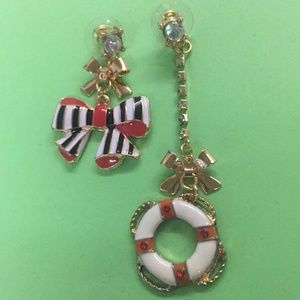 New Betsey Johnson mismatch red bow earrings