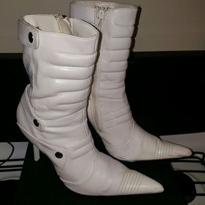 Whiite ankle boots, size 8
