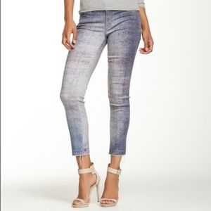 Mother The Looker Ankle Fray Denim