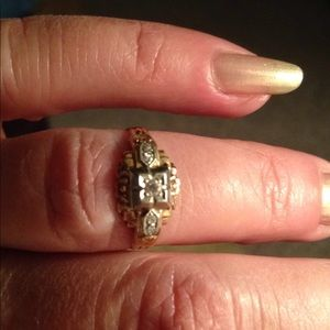 Jewelry - Old antique 5 diamond gold pinky or toe ring