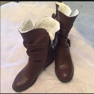 Just fab Brown boots! 👢