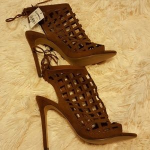 🌡🌡💯 Express~Hot Caged Heels! Crowd Pleaser!