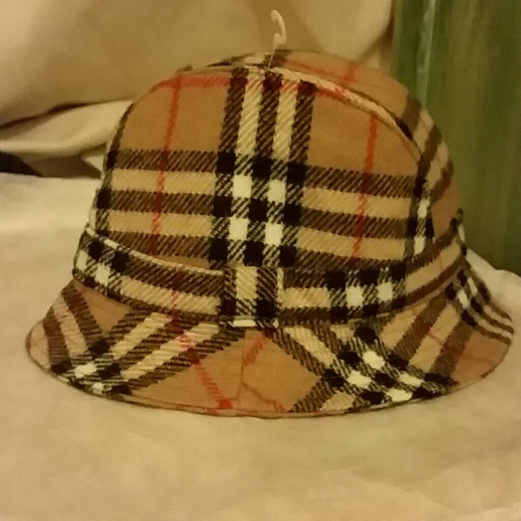 ee445a52b15 Burberry Accessories - Burberry bucket hat size small
