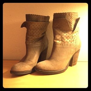 STEVEN tan leather boots by Steve Madden