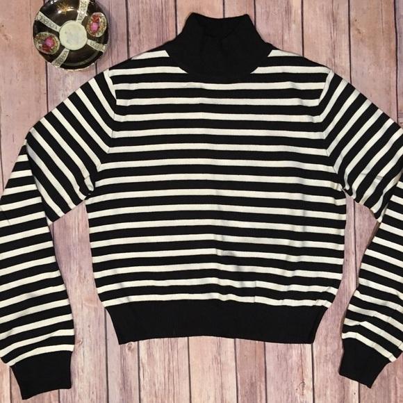 aa3d5f6a ZARA knit Black/White Striped Sweater Size Small. M_5a0d349e522b45f3cf024d09