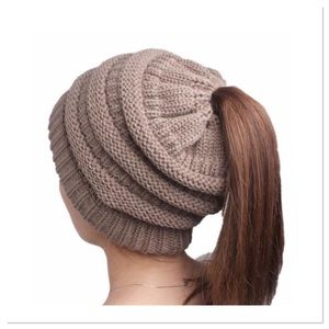 Boutique Accessories - 🎁 Tan Winter Knit Ponytail Beanie