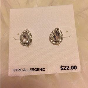 Jewelry - Elegant teardrop post earrings
