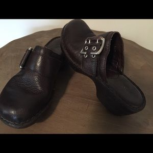 BORN brown leather CLOG with silver buckle