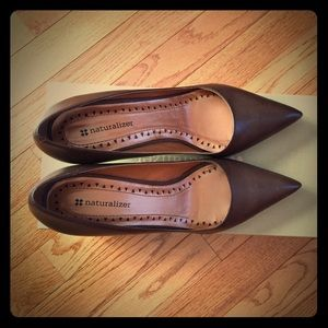 Naturalizer classical brown leather pump size 7.5