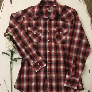 Other - Light weight red checkered snap button long sleeve