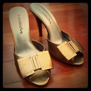 Pretty bronze heels with bow