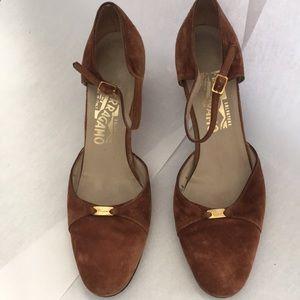 Vintage Ferragamo shoes size 9 Suede