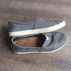 TOMS slip on sneakers size W 7