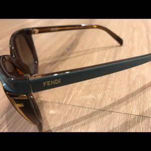Fendi ladies sunglasses with case