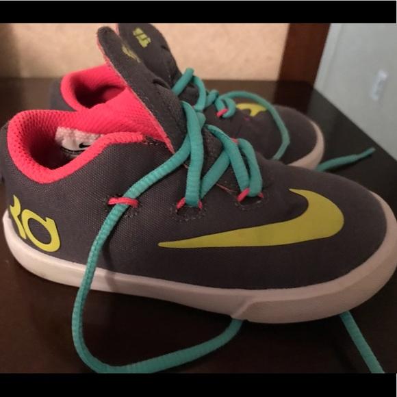 Toddler Girls KD Nike shoes sz 7
