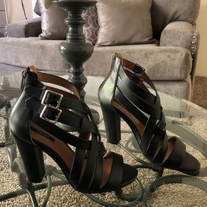 Strappy heels in black