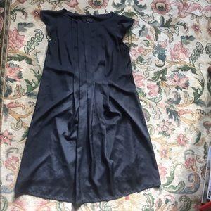 Black Mossimo cap sleeve shift dress with pleats
