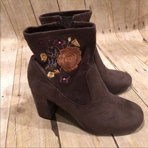 Boho chic ankle boots NWT size 8.5
